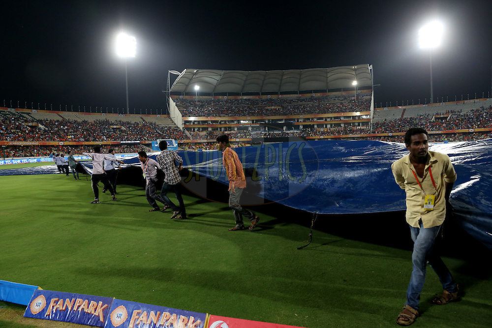 Ground men taking off the covers after rain stops during match 22 of the Vivo IPL 2016 (Indian Premier League ) between the Sunrisers Hyderabad and the Rising Pune Supergiants held at the Rajiv Gandhi Intl. Cricket Stadium, Hyderabad on the 26th April 2016<br /> <br /> Photo by Faheem Hussain / IPL/ SPORTZPICS