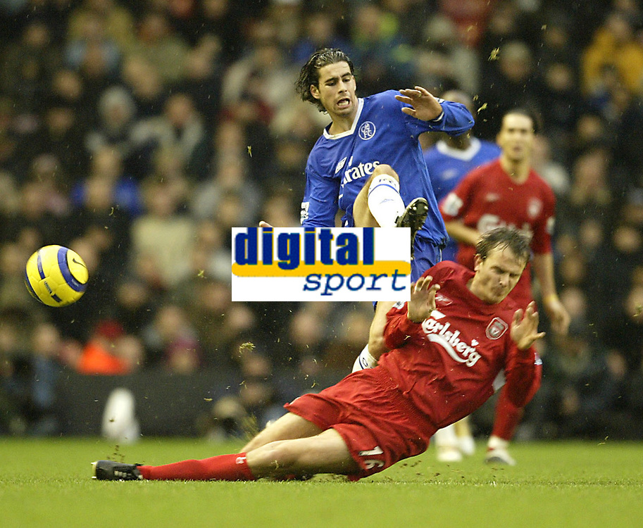 Fotball<br /> Premier League England 2004/2005<br /> Foto: SBI/Digitalsport<br /> NORWAY ONLY<br /> <br /> Liverpool v Chelsea<br /> FA Barclays Premiership, Anfield, 01/01/05<br /> <br /> Liverpool's Dietmar Hamann and Chelsea's Tiago