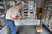 Nederland, Doetinchem, 11-9-2014Op bezoek bij een pluimveehouder met eierautomaat.Foto: Flip Franssen/ Hollandse Hoogte