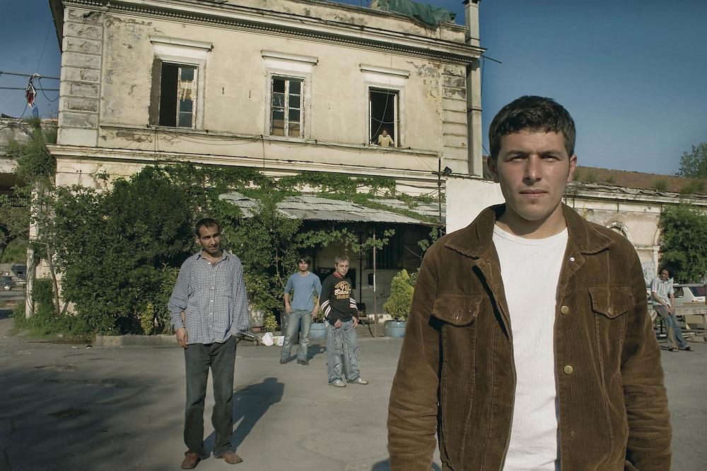 Rifugiato Kurdo vive nel centro sociale di prima accoglienza Ararat a Roma.<br /> Nel suo paese Erkan era un ballerino.