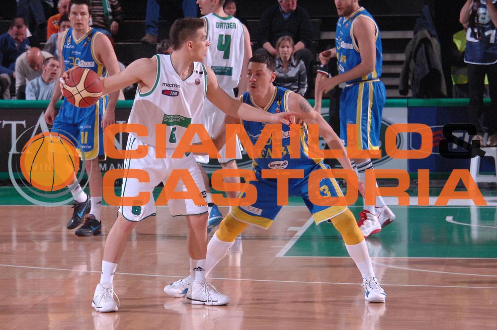 DESCRIZIONE : Treviso Lega A 2011-12 Benetton Basket Treviso Fabi Shoes Montegranaro<br /> GIOCATORE : gal mekel<br /> CATEGORIA :  palleggio<br /> SQUADRA : Benetton Basket Treviso Fabi Shoes Montegranaro<br /> EVENTO : Campionato Lega A 2011-2012<br /> GARA : Benetton Basket Treviso Fabi Shoes Montegranaro<br /> DATA : 24/03/2012<br /> SPORT : Pallacanestro<br /> AUTORE : Agenzia Ciamillo-Castoria/M.Gregolin<br /> Galleria : Lega Basket A 2011-2012<br /> Fotonotizia :  Treviso Lega A 2011-12 Benetton Basket Treviso Fabi Shoes Montegranaro<br /> Predefinita :