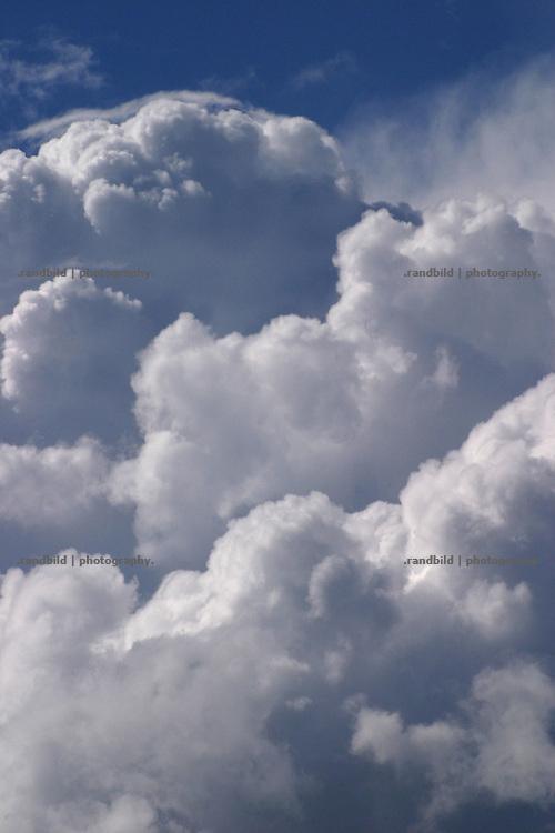 Wolkentürme über der Elbtalaue im Wendland.