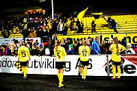 Fotball , Womens Champions Leauge ,   , Onsdag 10. Oktober , Åråsen Stadion<br /> Lillestrøm SK Kvinner - FC Malmø <br /> LSKs spillere foran kanarifans, venner og famile. Det ofisielle tilskuertallet på kampen var 917<br /> Foto: Sjur Stølen