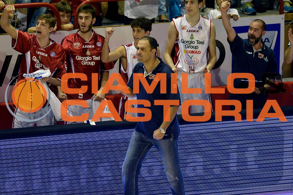 DESCRIZIONE : Pistoia Lega A 2014-2015 Giorgio Tesi Group Pistoia Banco di Sardegna Sassari<br /> GIOCATORE : Paolo Moretti<br /> CATEGORIA : esultanza<br /> SQUADRA : Giorgio Tesi Group Pistoia<br /> EVENTO : Campionato Lega A 2014-2015<br /> GARA : Giorgio Tesi Group Pistoia Banco di Sardegna Sassari<br /> DATA : 20/10/2014<br /> SPORT : Pallacanestro<br /> AUTORE : Agenzia Ciamillo-Castoria/GiulioCiamillo<br /> GALLERIA : Lega Basket A 2014-2015<br /> FOTONOTIZIA : Pistoia Lega A 2014-2015 Giorgio Tesi Group Pistoia Banco di Sardegna Sassari<br /> PREDEFINITA :