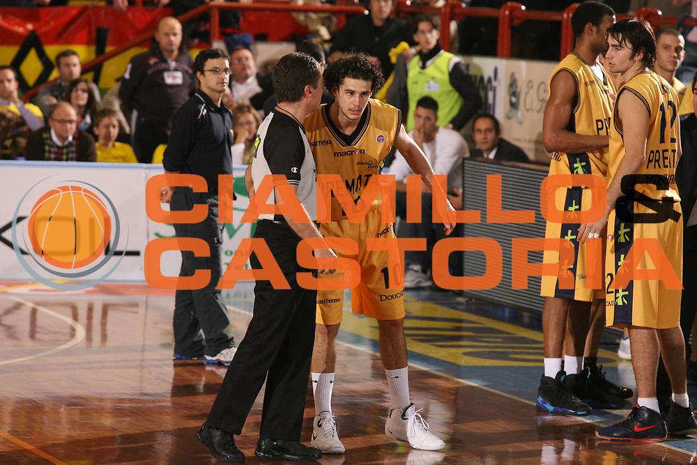 DESCRIZIONE : Porto San Giorgio Lega A1 2007-08 Premiata Montegranaro Scavolini Spar Pesaro <br /> GIOCATORE : Arbitro <br /> SQUADRA : <br /> EVENTO : Campionato Lega A1 2007-2008 <br /> GARA : Premiata Montegranaro Scavolini Spar Pesaro <br /> DATA : 21/10/2007 <br /> CATEGORIA : <br /> SPORT : Pallacanestro <br /> AUTORE : Agenzia Ciamillo-Castoria/G.Ciamillo