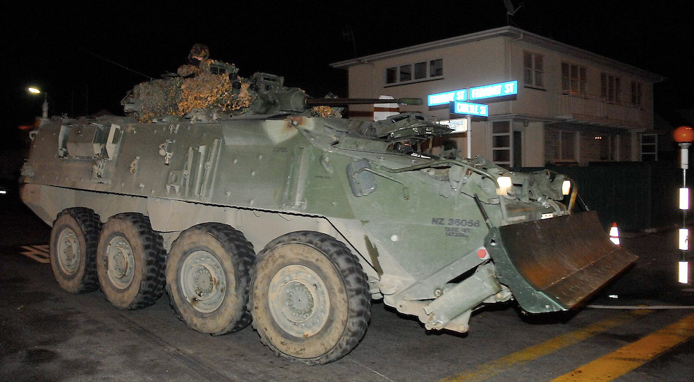 An army LAV enters the cordon following an explosion in the fatal siege of Jan Molenaar's house, Napier, New Zealand, Saturday, May 09, 2009. Credit: SNPA / Kerry Marshall