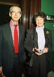 SIR TIM & LADY SAINSBURY at an exhibition in London on 20th January 1998.<br /> MER 37