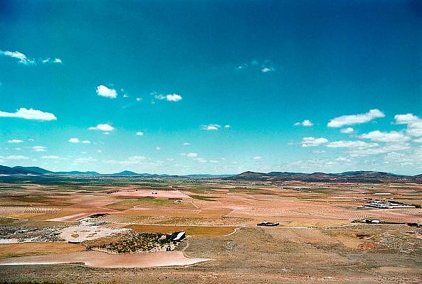 Spanje, Valdepenas, 1-8-1999..Centrale hoogvlakte van Spanje. landschap, droogte, leegte, castilla-la mancha..Foto: Flip Franssen