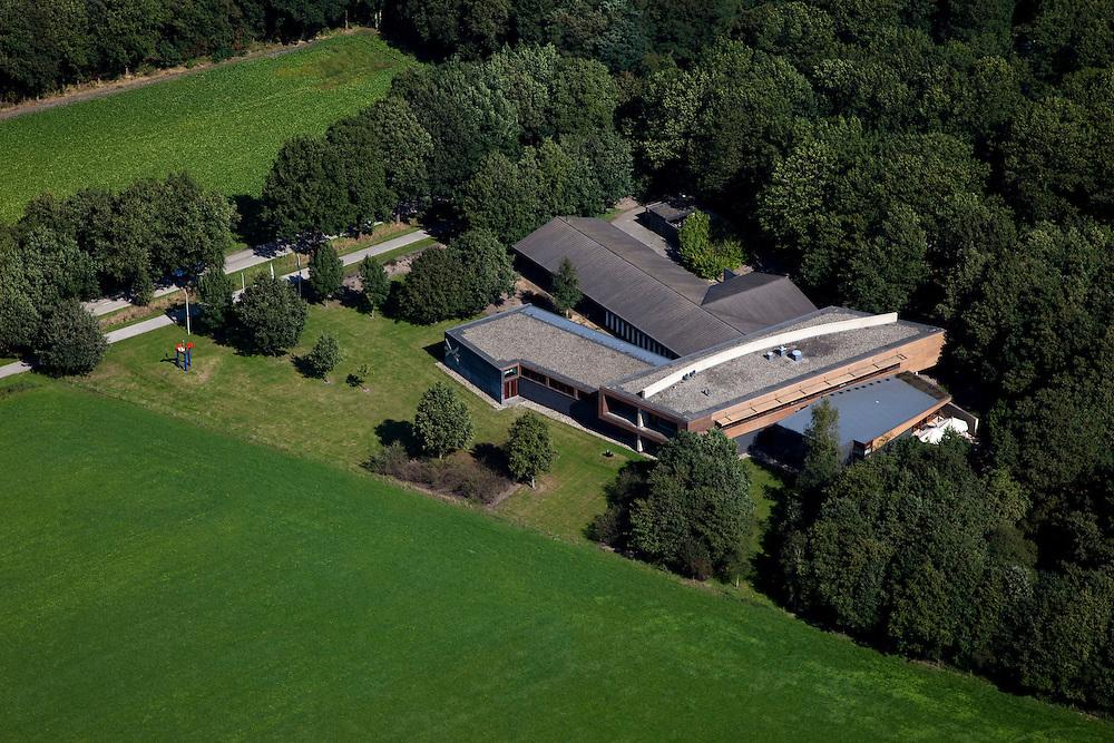 Nederland, Drenthe, Hooghalen, 08-09-2009; Herinneringscentrum Kamp Westerbork (Herinneringscentrum '40-'45), het voormalig doorgangskamp Westerbork ligt een aantal km verder.Kamp Westerbork Memorial Center (Memorial Center '40-'45), the former transit camp Westerbork is situated some kilometers further away .luchtfoto (toeslag); aerial photo (additional fee required); .foto Siebe Swart / photo Siebe Swart
