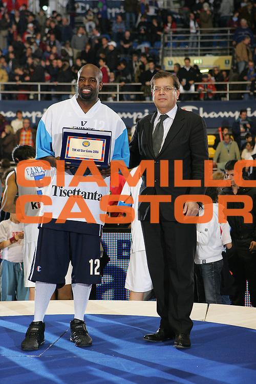 DESCRIZIONE : Torino Lega A1 2006-07 Tim All Star Game 2006 Italia Champion All Stars <br /> GIOCATORE : Jordan Prandi <br /> SQUADRA : Champion All Stars <br /> EVENTO : Campionato Lega A1 2006-2007 <br /> GARA : Tim All Star Game 2006 Italia Champion All Stars <br /> DATA : 23/12/2006 <br /> CATEGORIA : Premiazione <br /> SPORT : Pallacanestro <br /> AUTORE : Agenzia Ciamillo-Castoria/S.Silvestri <br /> Galleria : Lega Basket A1 2006-2007 <br /> Fotonotizia : Torino Campionato Italiano Lega A1 2006-2007 Tim All Star Game 2006 Italia Champion All Stars<br /> Predefinita :