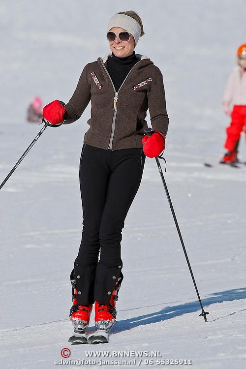 AUD/Lech/20110219 - Fotosessie Nederlandse Koninklijke Familie 2011 op wintersport in Lech, Laurentien