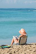 USA, Hawaii, Oahu,USA, Hawaii, Oahu, Honolulu, Waikiki, Woman on beach