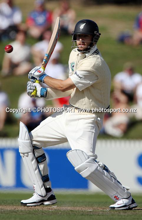 Daniel Vettori bats during National Bank Test Match Series, New Zealand v England, 2nd day of 1st Test at Seddon Park, Hamilton, New Zealand. Thursday 6 March 2008. Photo: Stephen Barker/PHOTOSPORT