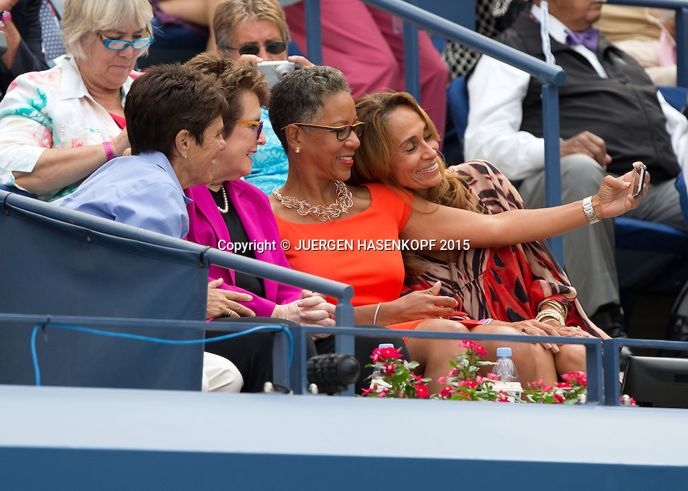 US Open Feature,USTA Praesidentin Katrina Adams macht ein Selfiefoto  mit Roberta Graves (rechts( und Billie Jean King und deren Partnerin Llana Kloss,VIP Gaeste in der Ehrenloge,<br /> <br /> Tennis - US Open 2015 - Grand Slam ITF / ATP / WTA -  Flushing Meadows - New York - New York - USA  - 11 September 2015.