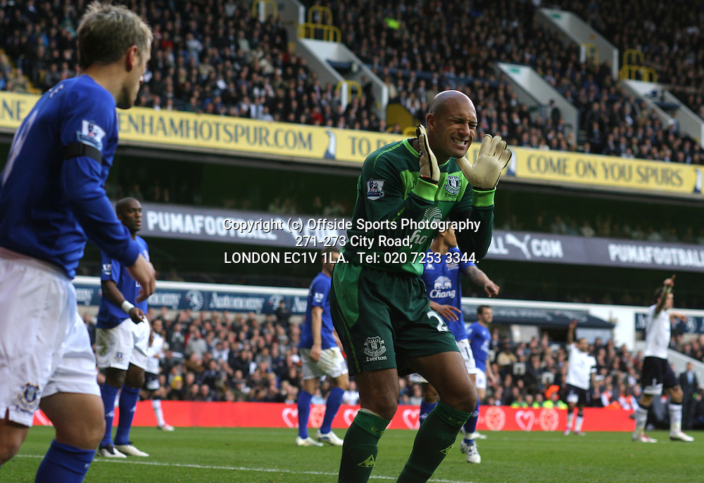 23/10/2010 Premier League football. Tottenham Hotspur v Everton.<br /> Everton goalkeeper Tim Howard shows his anguish as Phil Neville gives away an unnecessary corner kick.<br /> Photo: Mark Leech.