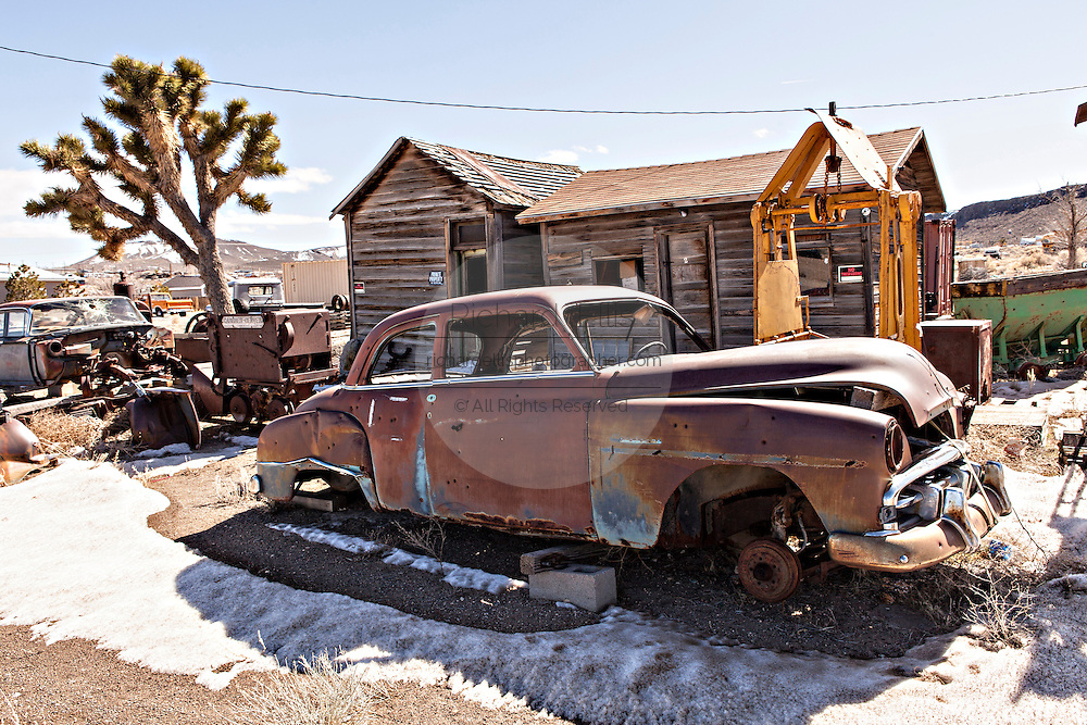 Abandoned cars and buildings in former gold mining boomtown turned ghost town Goldfield, Nevada, USA