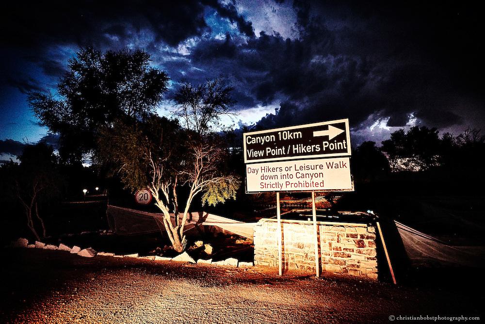 Ein Schild beim Eingang des Fishriver Canyon Nationalparks in Hobas weist den Weg zum Hauptaussichtspunkt des Canyons.