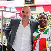 NLD/Amsterdam/20130701 - Keti Koti Ontbijt 2013 op het Leidse Plein, Leo Blokhuis met surinaamse dames