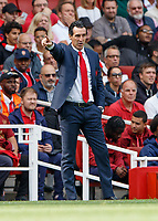 Football - 2018 / 2019 Premier League - Arsenal vs. West Ham United<br /> <br /> Unai Emery, manager of Arsenal FC, points to the direction he wants his team to go at The Emirates.<br /> <br /> COLORSPORT/DANIEL BEARHAM