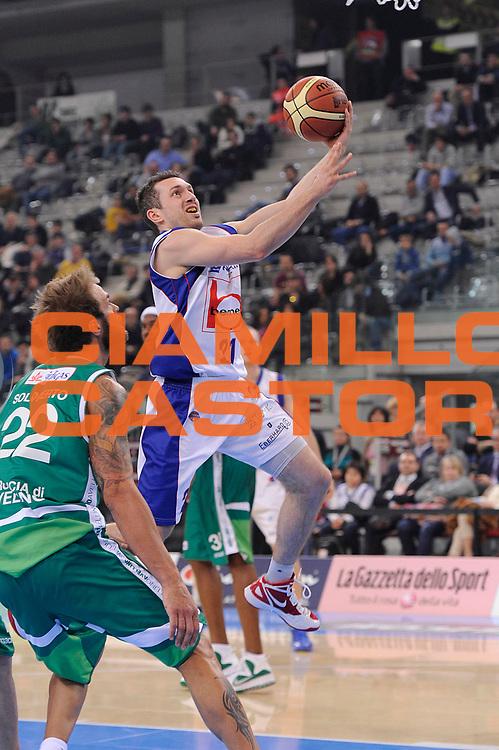 DESCRIZIONE : Torino Coppa Italia Final Eight 2012 Quarti Di Finale Bennet Cantu Sidigas Avellino<br /> GIOCATORE : Federico Bolzonella<br /> CATEGORIA : tiro penetrazione<br /> SQUADRA : Bennet Cantu<br /> EVENTO : Suisse Gas Basket Coppa Italia Final Eight 2012<br /> GARA : Bennet Cantu Sidigas Avellino<br /> DATA : 17/02/2012<br /> SPORT : Pallacanestro<br /> AUTORE : Agenzia Ciamillo-Castoria/C.De Massis<br /> Galleria : Final Eight Coppa Italia 2012<br /> Fotonotizia : Torino Coppa Italia Final Eight 2012 Quarti Di Finale Bennet Cantu Sidigas Avellino<br /> Predefinita :