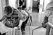 &copy;Javier Calvelo/ URUGUAY/ MONTEVIDEO/ Centros sociales barriales/ Pesquisa externa del Hospital de Ojos Saint Bois/ Fotorreportaje./ Pesquisa externa: El Hospital de Ojos ubicado en el Saint Bois est&aacute; trabajando con una nueva modalidad impulsada por el convenio con el Banco de Previsi&oacute;n Social (BPS): la pesquisa o trabajo extra hospitalaria, que consiste en buscar al paciente fuera de los muros del centro.<br /> Todos los jubilados y pensionistas que ganan menos de 17.000 pesos pueden ir a las pesquisas que se realizan en diferentes d&iacute;as y horarios, en diversos puntos de la capital y el interior del pa&iacute;s. &quot;A cada lugar donde se realizan va un m&eacute;dico cl&iacute;nico y un oftalm&oacute;logo para evaluar al paciente&quot;, explic&oacute; el director. Luego, si van al hospital con los estudios b&aacute;sicos correspondientes y una evaluaci&oacute;n positiva del cardi&oacute;logo, podr&aacute;n operarse ese mismo d&iacute;a.<br /> Este dia acompa&ntilde;e a los doctores a dos centros: el primero  el instituto Jos&eacute; de Paiva Netto, en el barrio Aires Puros, Avenida Batlle y Ord&oacute;&ntilde;ez 4820. Y el segundo a el Centro de Salud de ASSE dr. Giordano. Av San Martin 3797 entre Rep Chipre y Garc&iacute;a de Zu&ntilde;iga. <br /> 2008-12-08 dia lunes<br /> foto: Javier Calvelo.