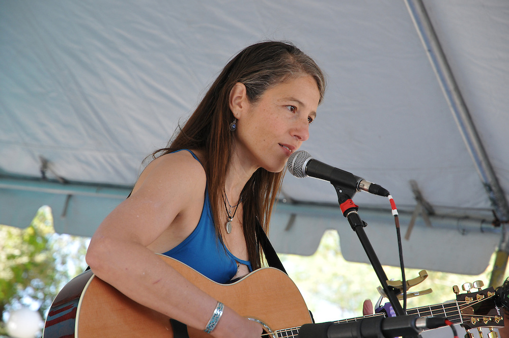 Robyn Landis in concert at the 2011 Tucson Folk Festival. Event photography by Martha Retallick.