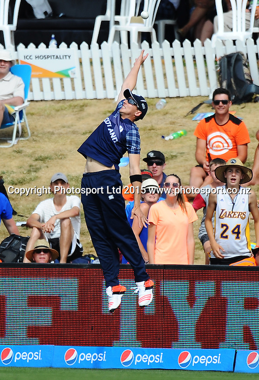 Scotland player Josh Davey just misses a catch during the 2015 ICC Cricket World Cup match between Bangladesh v Scotland. Saxton Oval, Nelson, New Zealand. Thursday 5 March 2015. Copyright Photo: Chris Symes / www.photosport.co.nz