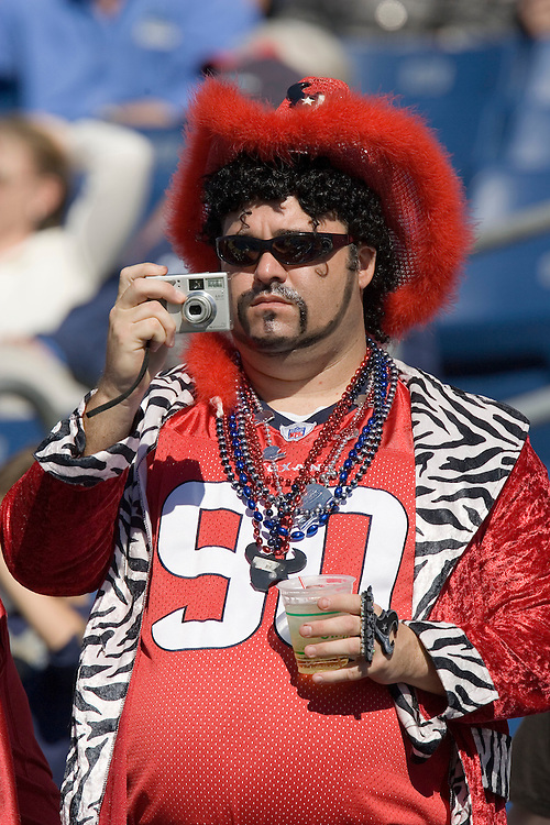 NASHVILLE, TN - OCTOBER 29:  A fan of the Houston Texans takes photos of players before a game against the Tennessee Titans at LP Field on October 29, 2006 in Nashville, Tennessee. The Titans defeated the Texans 28 to 22. (Photo by Wesley Hitt/Getty Images)***Local Caption***