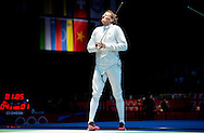 LONDEN - Degenschermer Bas Verwijlen baalt na het verlies van zijn partij tegen de Duitser Jorg Fiedler op de Olympische Spelen in Londen.