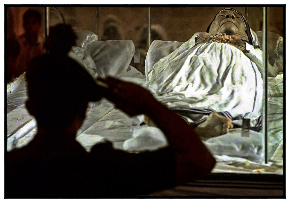 An Indian soldier salutes Mother Teresa, founder of the Missionaries of Charity, as she lies in state at the Saint Thomas Church in Calcutta, Monday, Sept. 8, 1997. Mother Teresa's funeral will be held Saturday, Sept. 13, 1997. (AP Photo/David Longstreath)