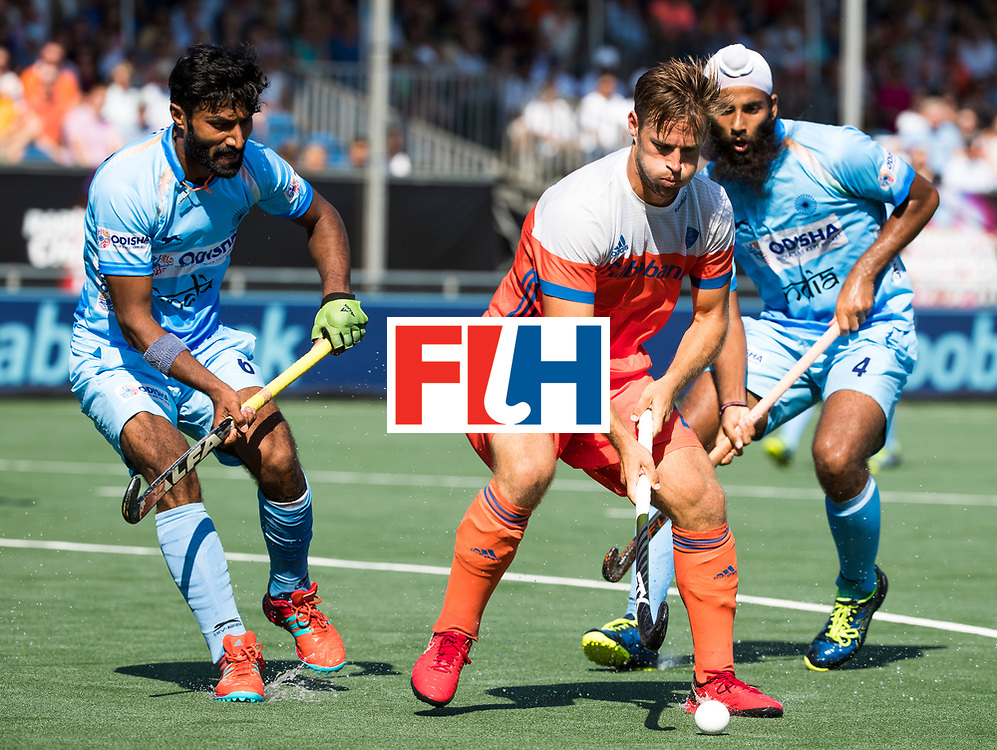 BREDA - Jeroen Hertzberger (Ned) in duel met Surender Kumar (Ind.)   tijdens Nederland- India (1-1) bij  de Hockey Champions Trophy. India plaatst zich voor de finale. rechts Jarmanpreet Singh (Ind.) COPYRIGHT KOEN SUYK
