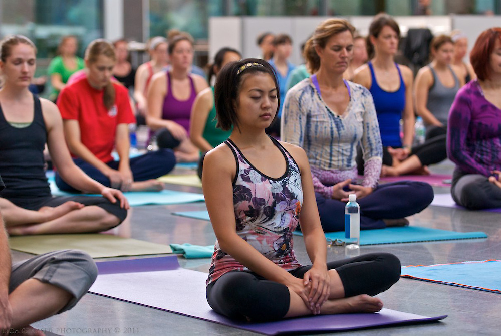 20110918, Sunday, September 18, 2011, Boston, MA, USA, LIGHTCHASER PHOTOGRAPHY, Special event DJ Yoga Flow featuring PranaVayu Senior Instructor Kevan Gale of Stil Studio teaching 80+ yogis inside the brand new Shapiro Atrium at Boston's Museum of Fine Arts in Boston, MA from 9 a.m. to 10 a.m. on Sunday morning September 18, 2011. ..( lightchaser photography by j. kiely jr. © 2011 )