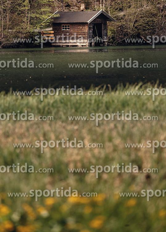 THEMENBILD - ein kleines Fischerhaus am Ufer des Klammsees, aufgenommen am 02. Mai 2019, Kaprun, Österreich // a small fisherman's house on the shore of the Klammsee lake on 2019/05/02, Kaprun, Austria. EXPA Pictures © 2019, PhotoCredit: EXPA/ Stefanie Oberhauser