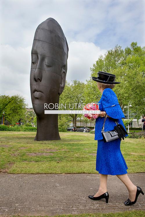 AMSTERDAM - Princess Beatrix of The Netherlands with conservator Rudi Fuchs who didn't want to pose for the picture, opens Art Zuid in Amsterdam, The Netherlands, 22 May 2015. ''Een vertelling in beelden'' (story of statues) at the 22nd international sculpture route ARTZUID 2015 in Amsterdam. 21 international artists show their sculptures over a 2,5 kilometer route. COPYRIGHT ROBIN UTRECHT Prinses Beatrix krijgt een rondleiding van curatoren Rudi Fuchs (R) en Maarten Bertheux (L) bij de internationale sculptuurroute ARTZUID 2015 in Amsterdam-Zuid. Deze tweejaarlijkse openluchttentoonstelling wordt voor de vierde keer gehouden en heeft de titel 'Een vertelling in beelden'.