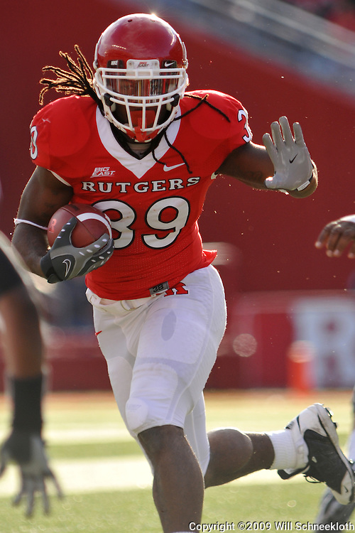 Oct 10, 2009; Piscataway, NJ, USA; Rutgers running back Jourdan Brooks (39) evades tacklers during first half NCAA college football action between Rutgers and Texas Southern at Rutgers Stadium.