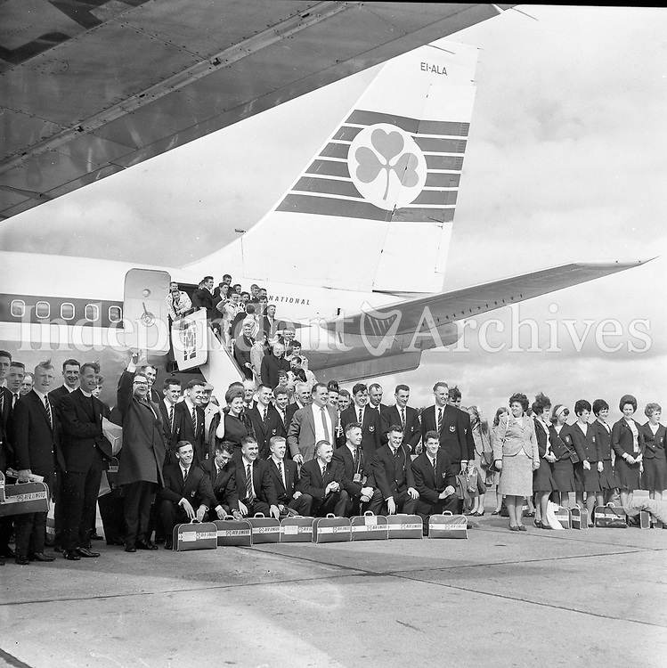 Members of 'Ireland on Parade', pictured at Dublin Airport before their departure to USA  11 September 1964.<br /> (Part of the Independent Newspapers Ireland/NLI Collection)