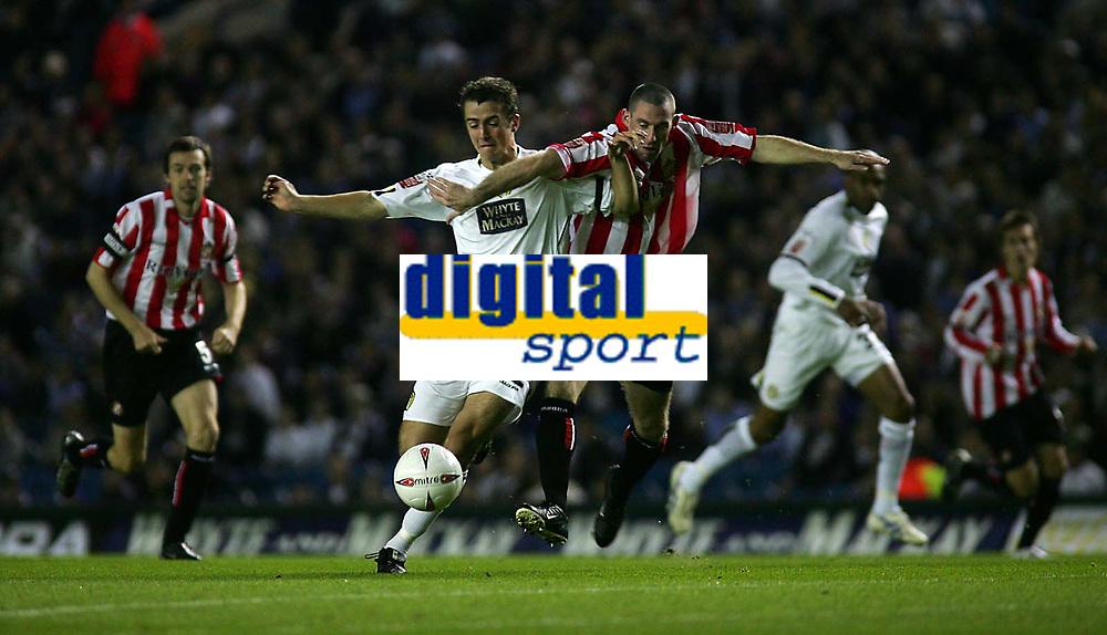 Fotball<br /> England<br /> 24.09.2004<br /> Foto: SBI/Digitalsport<br /> NORWAY ONLY<br /> <br /> Leeds United v Sunderland<br /> Coca-Cola Championship<br /> Elland Road<br /> <br /> Leeds' Danny Pugh (L) tussles with Sunderland's George McCartney (R)