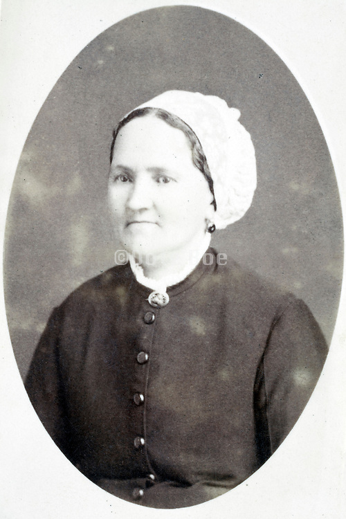 studio portrait woman late 1800s
