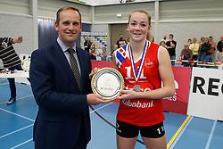20190424 NED: Sliedrecht Sport - VC Sneek: Sliedrecht<br /> Bram van Hemmen, Burgemeester Sliedrecht, Roos van Wijnen (11) of VC Sneek<br /> ©2019-FotoHoogendoorn.nl / Pim Waslander