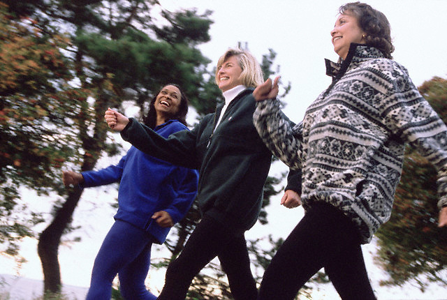 Friends exercising together --- Image by © Jim Cummins/CORBIS