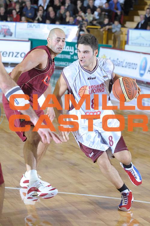 DESCRIZIONE : Venezia Lega A2 2008-09 Umana Reyer Venezia Basket Livorno <br /> GIOCATORE :  Marco Giuri<br /> SQUADRA : Basket Livorno<br /> EVENTO : Campionato Lega A2 2008-2009 <br /> GARA : Umana Reyer Venezia Basket Livorno<br /> DATA : 14/12/2008<br /> CATEGORIA : Palleggio<br /> SPORT : Pallacanestro <br /> AUTORE : Agenzia Ciamillo-Castoria/M.Gregolin