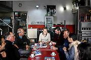 Marion Maréchal Le Pen et Gérard Gérent participent a un traçage sur le marché de Sorgues  ville dans laquelle ils sont candidats RBM pour les municipales 2014