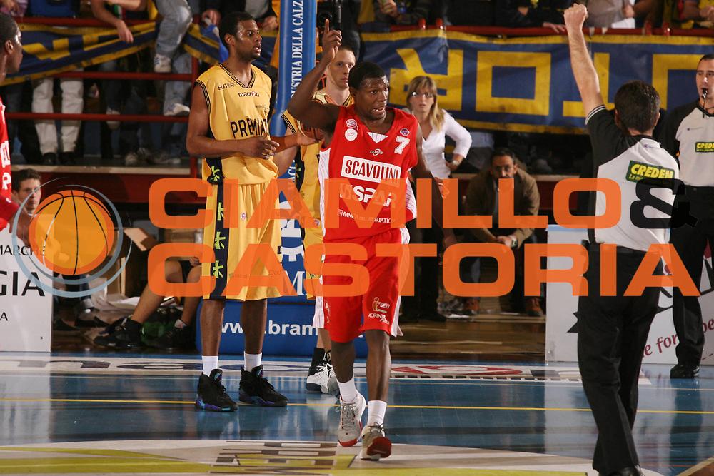 DESCRIZIONE : Porto San Giorgio Lega A1 2007-08 Premiata Montegranaro Scavolini Spar Pesaro <br /> GIOCATORE : Rasheed Brokenborough <br /> SQUADRA : Scavolini Spar Pesaro <br /> EVENTO : Campionato Lega A1 2007-2008 <br /> GARA : Premiata Montegranaro Scavolini Spar Pesaro <br /> DATA : 21/10/2007 <br /> CATEGORIA : <br /> SPORT : Pallacanestro <br /> AUTORE : Agenzia Ciamillo-Castoria/G.Ciamillo