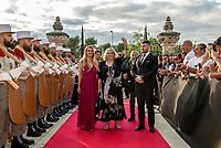 Michele Mercier<br /> &quot;Il bel mondo&quot; de Belmondo au chateau de la Buzine, qui a appartenu a Marcel Pagnol&nbsp;<br />  <br /> A partir du 30&nbsp;juin, Marseille fete Jean-Paul Belmondo avec l&rsquo;exposition au chateau de la Buzine IUne invitation a decouvrir des photos issues de la collection personnelle de l&rsquo;acteur ainsi que des pieces liees aux roles qu&rsquo;il a tenus. JP Belmondo etait present pour le vernissage et le diner de gala organise en pr&eacute;sence de quelque uns de ses amis tels que Charles Aznavour, Charles Gerard, Robert Hossein, Candice Patou, Michele Mercier, Louis Acaries ou encore Antoine Dulery, Moussa Maaskri...La soiree etait animee par Valerie&nbsp;Fedele, directrice du lieu.