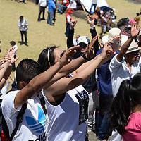 Tenango del Valle, México.- (Marzo 21, 2017).- La zona arqueológica de Teotenango fue sede de la clausura del Festival del Quinto Sol y el encendido del Fuego Nuevo, los visitantes acudieron a recargarse de energía con la entrada de la Primavera, se ofrecieron danzas, limpias, flores y semillas al inicio del nuevo ciclo. Agencia MVT / Crisanta Espinosa.