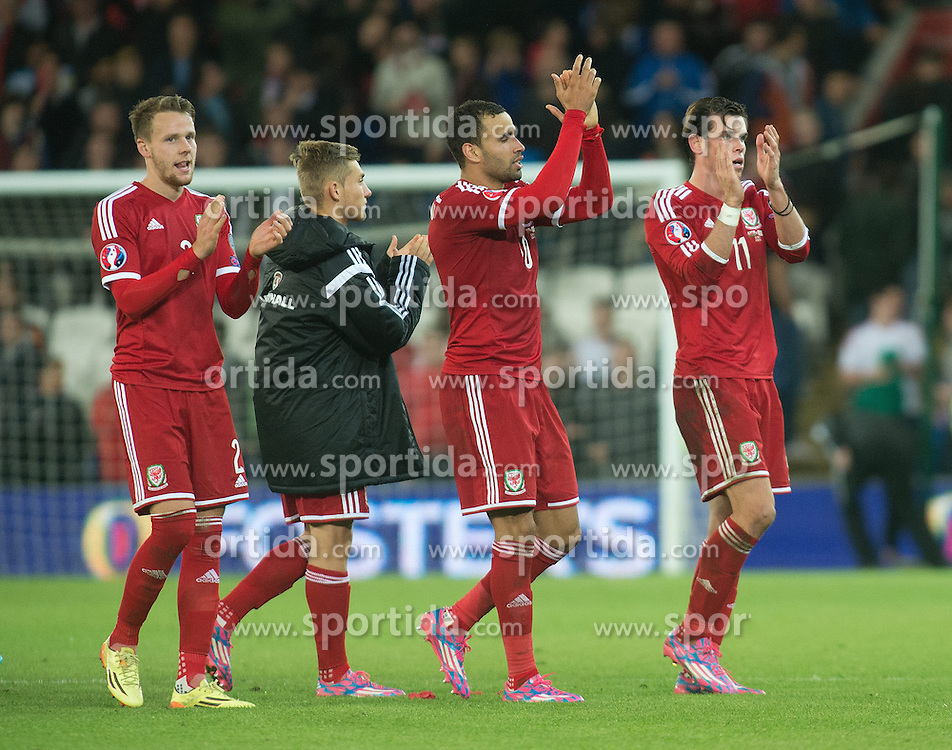 13.10.2014, City Stadium, Cardiff, WAL, UEFA Euro Qualifikation, Wales vs Zypern, Gruppe B, im Bild Wales Gareth Bale applauds the crowd at the final whistle against Cyprus // 15054000 during the UEFA EURO 2016 Qualifier group B match between Wales and Cyprus at the City Stadium in Cardiff, Wales on 2014/10/13. EXPA Pictures &copy; 2014, PhotoCredit: EXPA/ Propagandaphoto/ Ian Cook<br /> <br /> *****ATTENTION - OUT of ENG, GBR*****