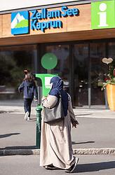 THEMENBILD, eine Arabische Frau in einer Burka gekleidet, bei der Zell am See - Kaprun Touristeninformation. Jedes Jahr besuchen mehrere Tausend Gäste aus dem arabischen Raum die Urlaubsregion im Salzburger Pinzgau, aufgenommen am 07.08.2014 in Kaprun, Österreich // an Arab woman in a burqa at the Zell am See - Kaprun Tourist Information. Every year thousands of guests from Arab countries takes their holiday in Zell am See - Kaprun Region, Kaprun, Austria on 2014/08/07. EXPA Pictures © 2014, PhotoCredit: EXPA/ JFK