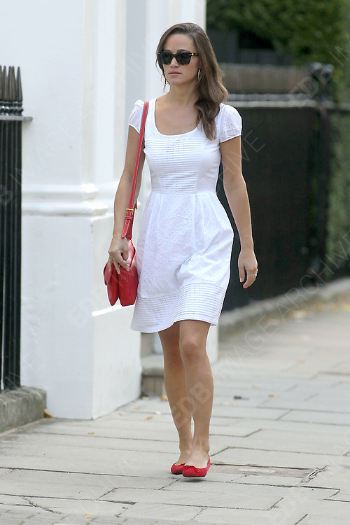 29.SEPTEMBER.2011. LONDON<br /> <br /> PIPPA MIDDLETON ARRIVES FOR WORK, LONDON<br /> <br /> BYLINE: EDBIMAGEARCHIVE.COM<br /> <br /> *THIS IMAGE IS STRICTLY FOR UK NEWSPAPERS AND MAGAZINES ONLY*<br /> *FOR WORLD WIDE SALES AND WEB USE PLEASE CONTACT EDBIMAGEARCHIVE - 0208 954 5968*
