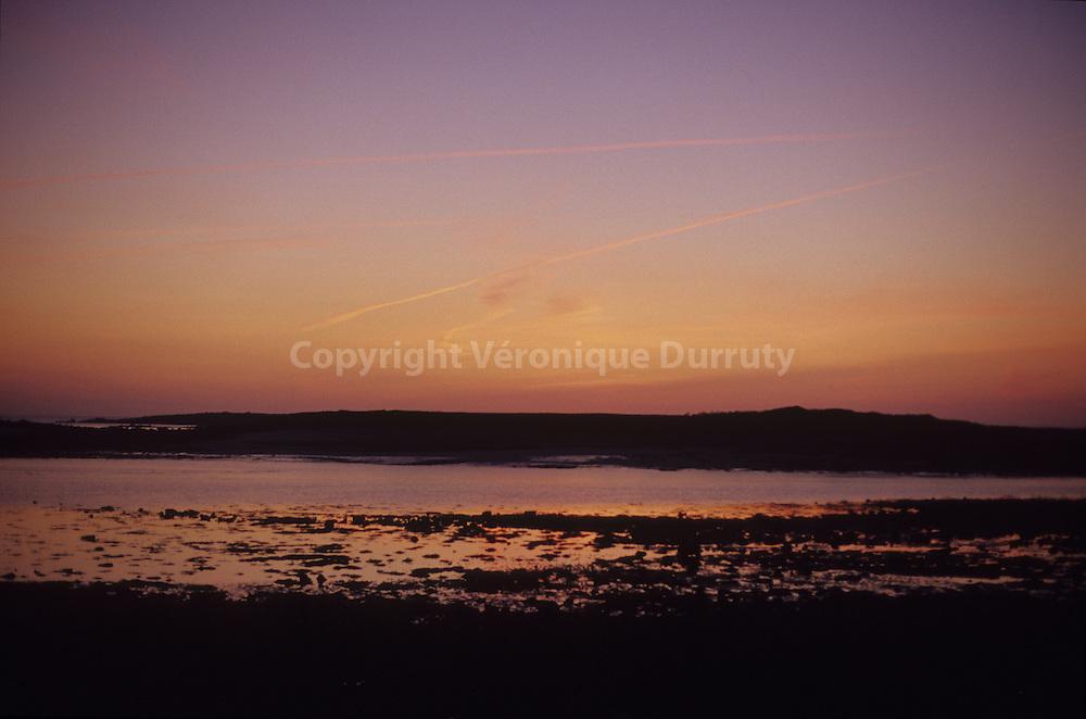 coucher de soleil a TREBEURDEN , Bretagne, FRANCE