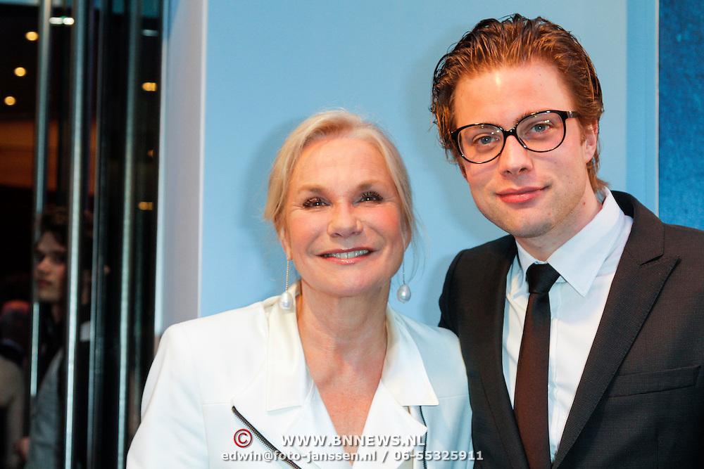 NLD/Amsterdam/20120507 - Premiere Jackie, Monique van der Ven en zoon